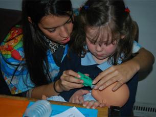 """Os """"pequeninos"""" vão levar peluches e brinquedos para serem tratados no """"Hospital"""" improvisado da AEFMUP Foto: Liliana Pinho"""