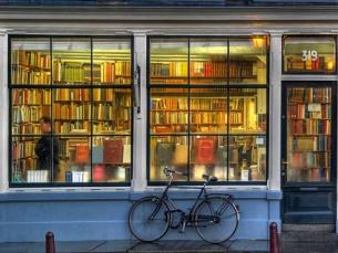 Os livros podem ser entregues de 2ª a 6ª feira, entre as 09h00 e as 17h00 no Gabinete do Munícipe Foto: