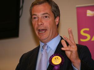 O UKIP, de Nigel Farage, é apontado pelas sondagens como o mais provável vencedor das eleições no Reino Unido Foto: DR