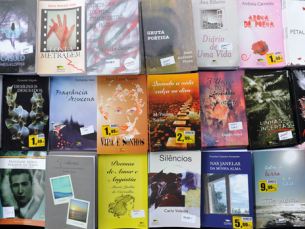 Das 10h às 00h, estão disponíveis milhares de livros na tenda da Festa do Livro de Matosinhos Foto: DR