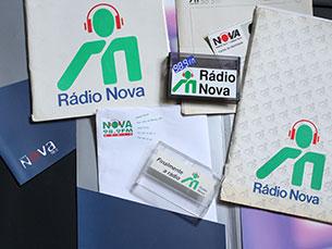 Os anos passaram e a imagem da Rádio Nova também foi evoluindo. Estes são alguns dos logótipos que, no passado, deram identidade ao órgão Foto: Ana Isabel Reis