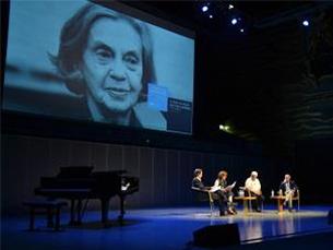 A Sala Suggia da Casa da Música esteve lotada na homenagem a Sophia de Mello Breyner Andresen, numa iniciativa que atraiu muitos admiradores da escritora Foto: Joana Pina