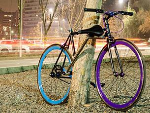 O selim é amovível e pode ser ligado a outra zona do quadro, ficando a bicicleta entrelaçada Foto: DR