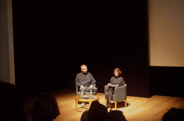 O fotógrafo alemão, Wolfgang Tillmans, e Suzanne Cotter, diretora do Museu de Serralves