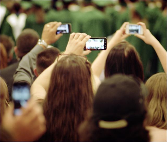 Uma das áreas de interesse do estudante de doutoramento em Psicologia é a relação entre a sociedade e os aparelhos tecnológicos como os telemóveis