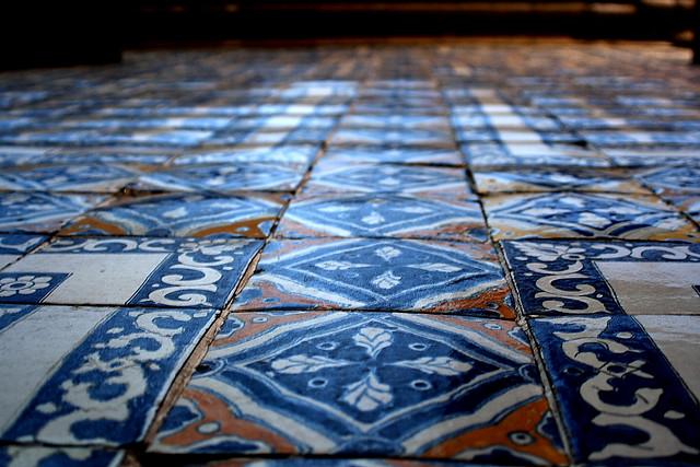Exposi o passado do azulejo chega a soares dos reis for Azulejos de suelo baratos