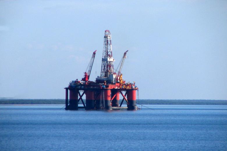 A exploração de petróleo em alto mar é altamente dispendiosa