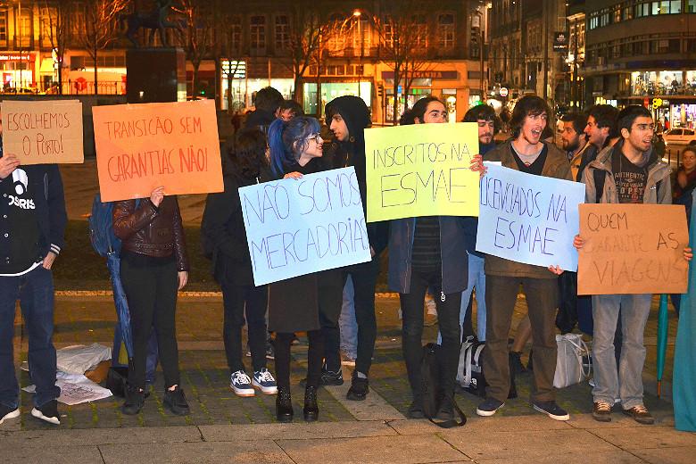 Alunos da ESEIG, ESMAE e ESE organizaram uma manifestação à porta do Rivoli