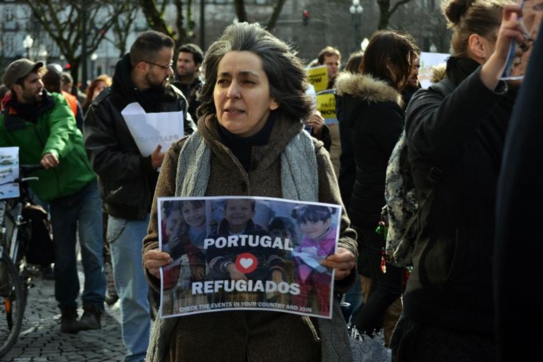 """No acolhimento de refugiados, Portugal tem """"um longo caminho a percorrer"""""""