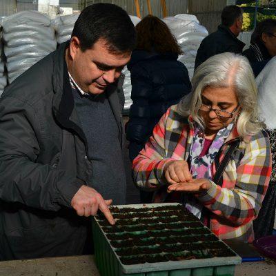Os presentes na apresentação da iniciativa foram convidados a plantar uma árvore