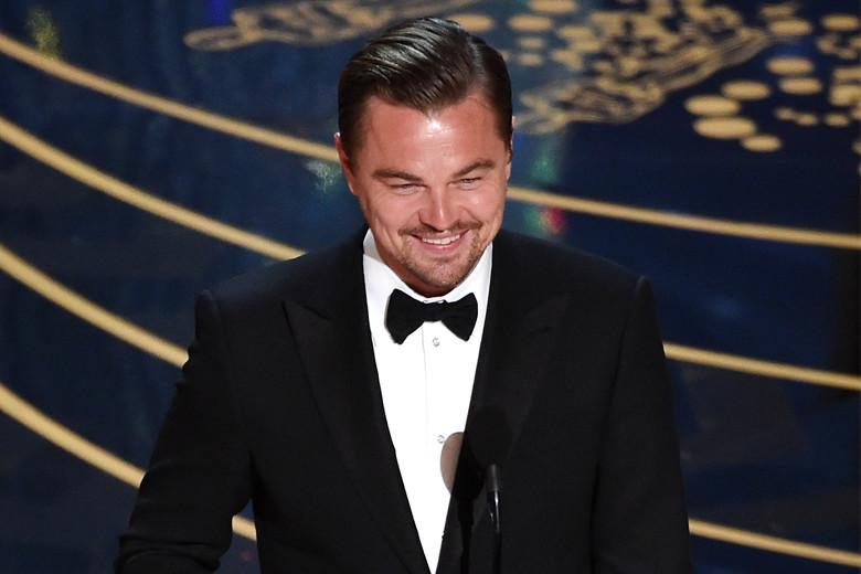 """Leonardo DiCaprio levou para casa o Óscar de Melhor Ator pela prestação em """"O Renascido"""""""