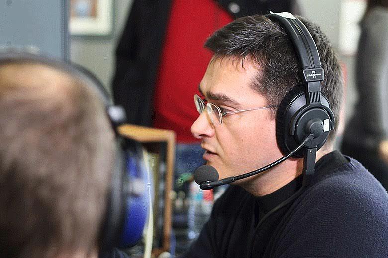 Pedro Portela faz rádio há trinta anos. Colabora desde o arranque da Rádio Universitária do Minho