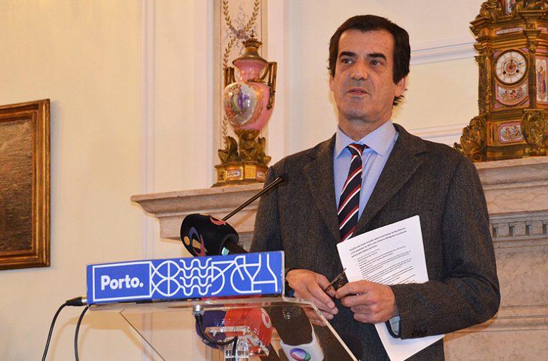 O presidente da Câmara do Porto chamou os jornalistas aos Paços do Concelho para falar da TAP