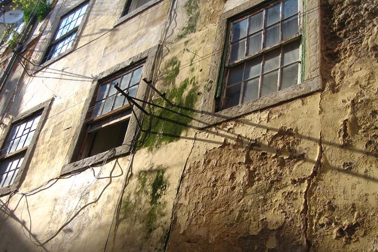 No bairro, junto à Associação de Moradores de Massarelos, os moradores queixam-se da falta de obras