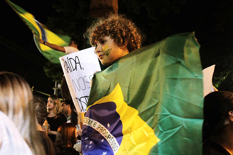 Milhares de manifestantes saem pelas ruas do Brasil todas as semanas