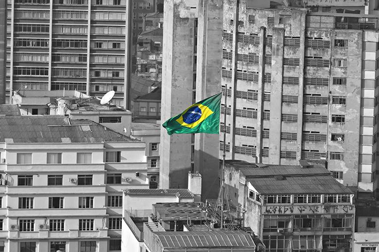 PMDB decide hoje saída do governo de Dilma Rousseff. Brasil cada vez mais nas sombras, mas sem perder de vista as cores da esperança