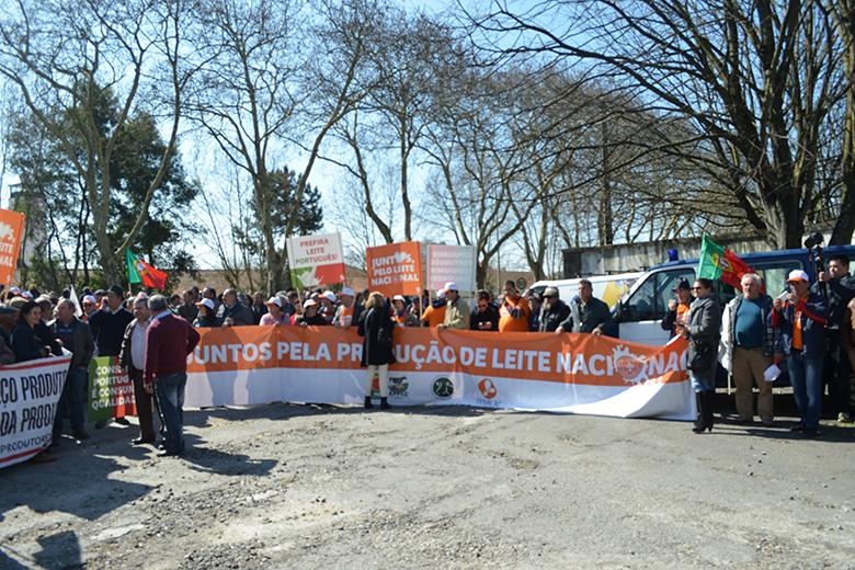 Depois de Vila do Conde os manifestantes reuniram-se à porta da Quinta Agrícola em Matosinhos