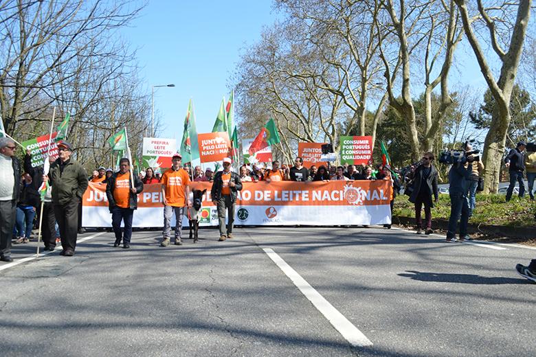 Os manifestantes deixam a Quinta Agrícola em direção as superfícies comerciais