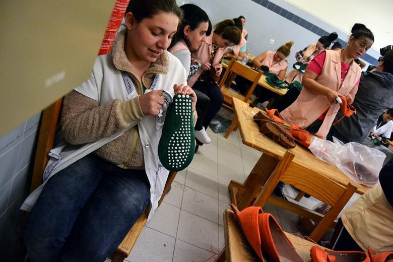 As mulheres do centro prisional trabalham em oficinas diferenciadas.