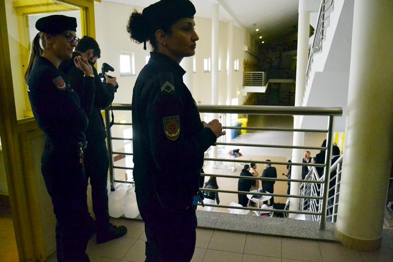 Para além das reclusas, a maioria dos funcionários da prisão são mulheres.