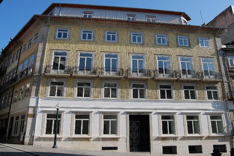 O edifício Prestige foi o local escolhido para acolher o Hard Rock e situa-se no coração da baixa do Porto