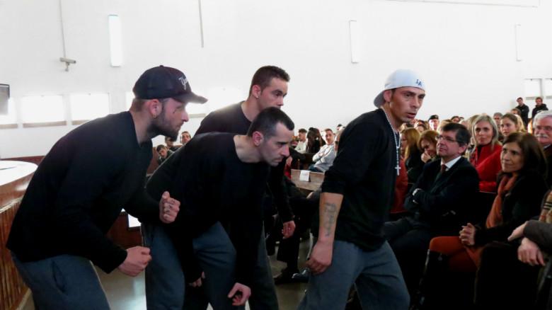 Sérgio Freira (à direita) acredita que o projeto o ajudou a melhorar as suas competências no que mais gosta: breakdance