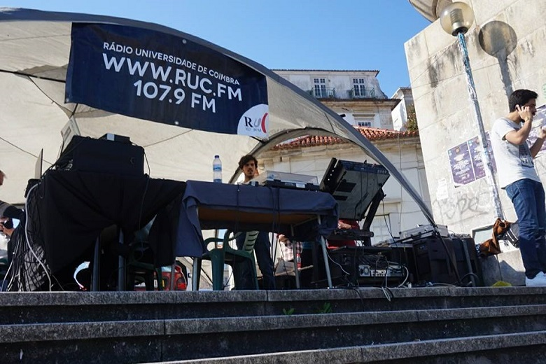 A Rádio Universidade de Coimbra festeja os 30 anos no topo das Escadas Monumentais, em Coimbra