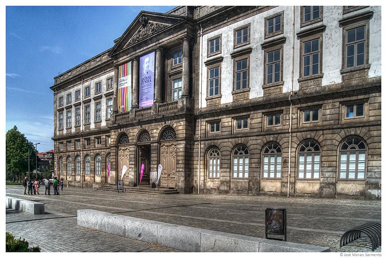 A reitoria da Universidade do Porto que ocupa o 308º lugar em ranking mundial