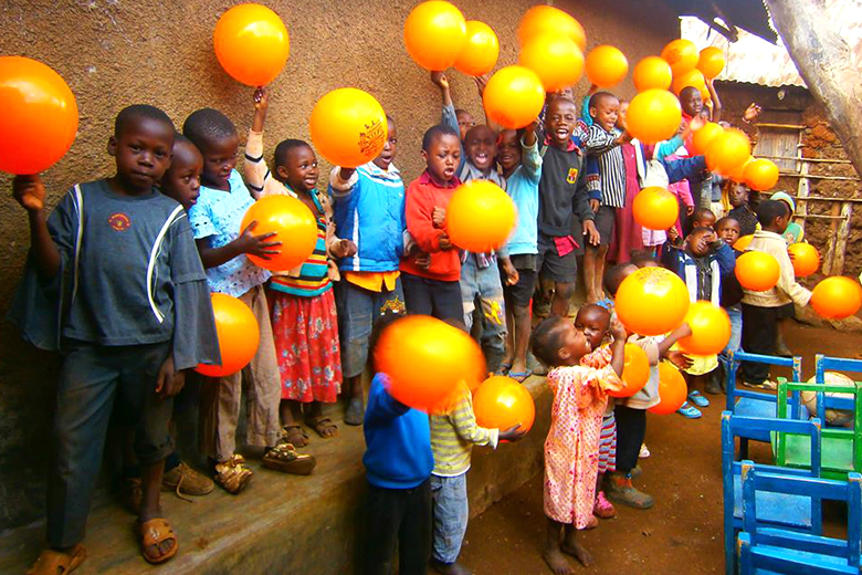 """""""A Book Can Change"""" e """"From Kibera with Love"""" são dois projetos de portugueses que querem mudar a vida de crianças através da educação"""