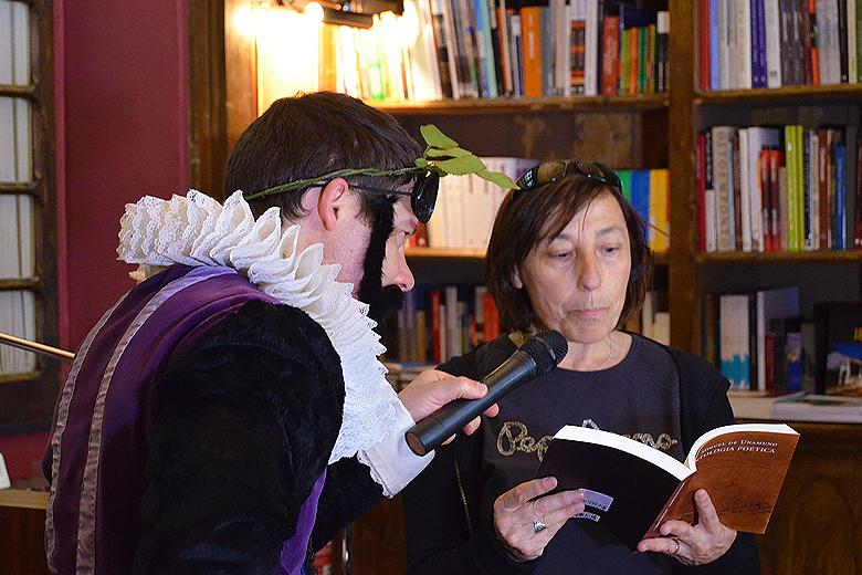 A livraria Lello convidou os seus visitantes a declamar poemas como forma de assinalar o Dia Mundial da Poesia