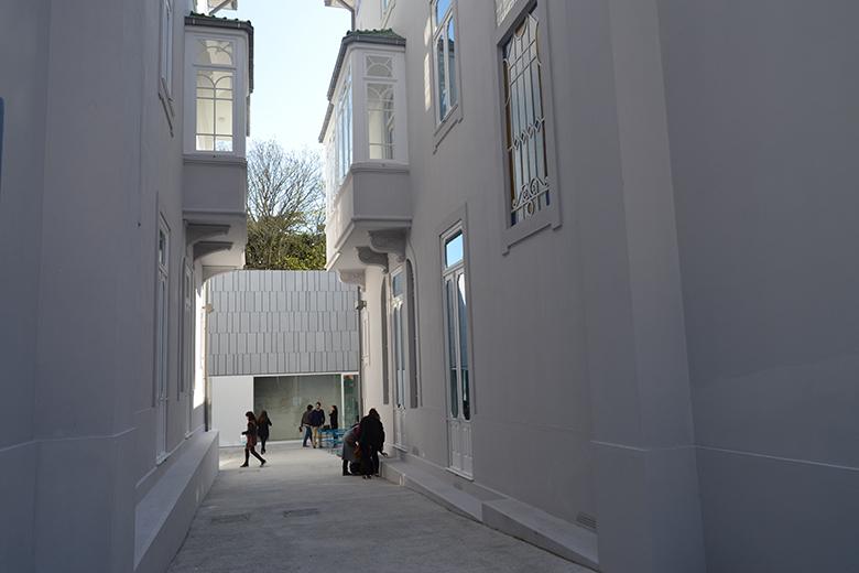 É composta por edifícios burgueses gémeos do séc. XX