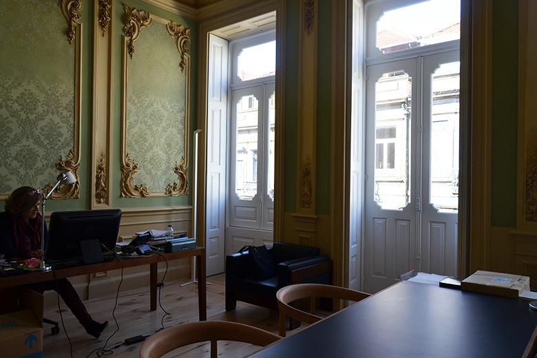O edifício restaurado destina-se às funções adminitrativas