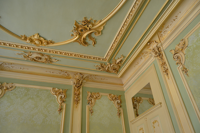 Os tetos ornamentados foram mantidos.