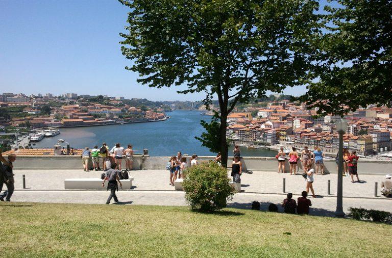 """O Douro é a paisagem que o mercado """"Morro de Amores"""" vai ter como pano de fundo na segunda-feira"""