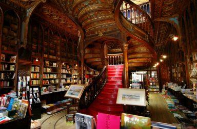 A livraria lello está fechada desde quarta-feira e reabre quinta-feira com a presença de MrDheo e Pariz One