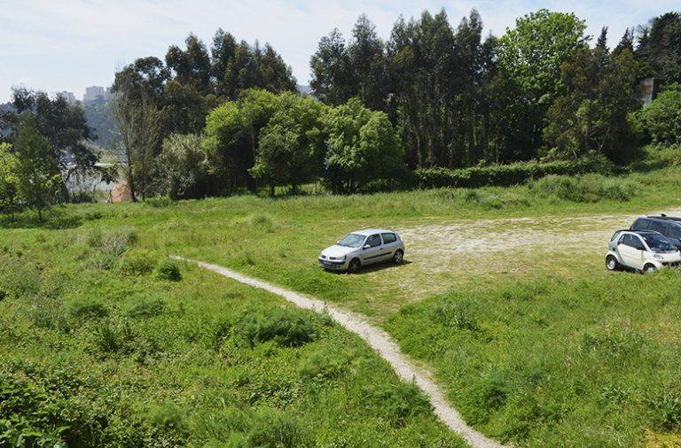 A passagem serve de ligação entre a residência Alberto Amaral e a Faculdade de Letras da Universidade do Porto