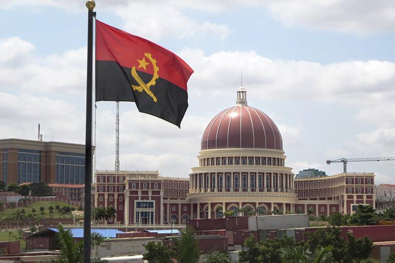 O Governo angolano formalizou um pedido de ajuda externa ao FMI