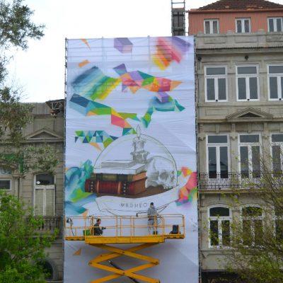 Dia 2: MrDheo e ParizOne trabalharam em conjunto durante quatro meses para dar uma nova cara à fachada da livraria Lello