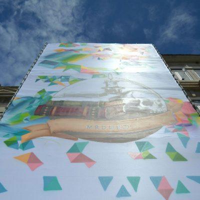 Dia 2: A obra de MrDheo e Pariz One vai ocupar a fachada da livraria Lello durante dois meses