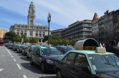 As ruas do Porto tornaram-se, esta manhã, palco de protestos de taxistas contra a Uber