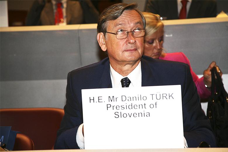 Türk formalizou a candidatura em fevereiro