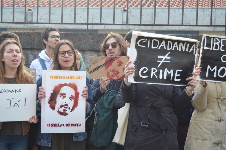 O Porto uniu-se esta sexta-feira numa manifestação contra a prisão dos ativistas angolanos