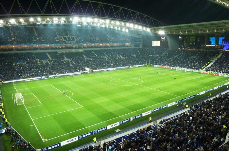 O Estádio do Dragão vai ser palco de um clássico entre FC Porto e Sporting, no sábado pelas 18h30