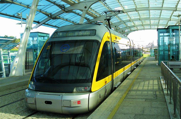 O Metro do Porto e a CP vão reforçar os serviços na semana da Queima das Fitas