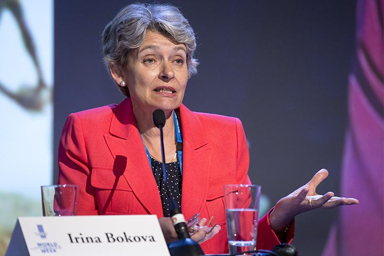 Bokova foi a primeira mulher a ser eleita diretora-geral da UNESCO