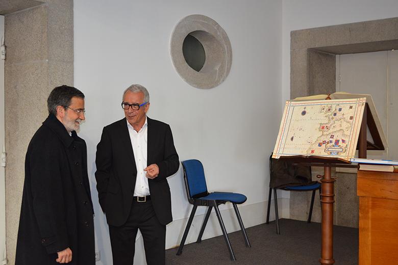 O professor da UP João Carlos Garcia e o restaurador Manuel Moleiro no Palácio da Bolsa