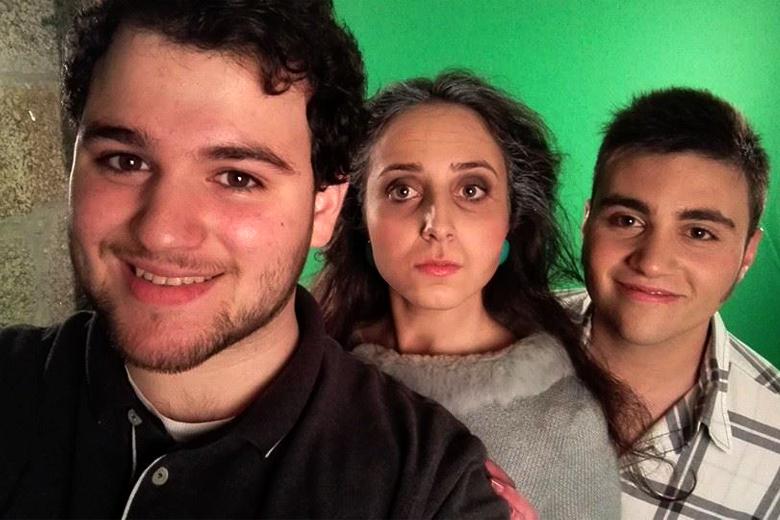 """À esquerda o diretor artístico do projeto, João Santana, com dois atores d'""""O Alto"""""""