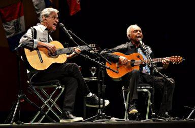 O duo de músicos brasileiros interpretou 30 temas em duas horas de concerto