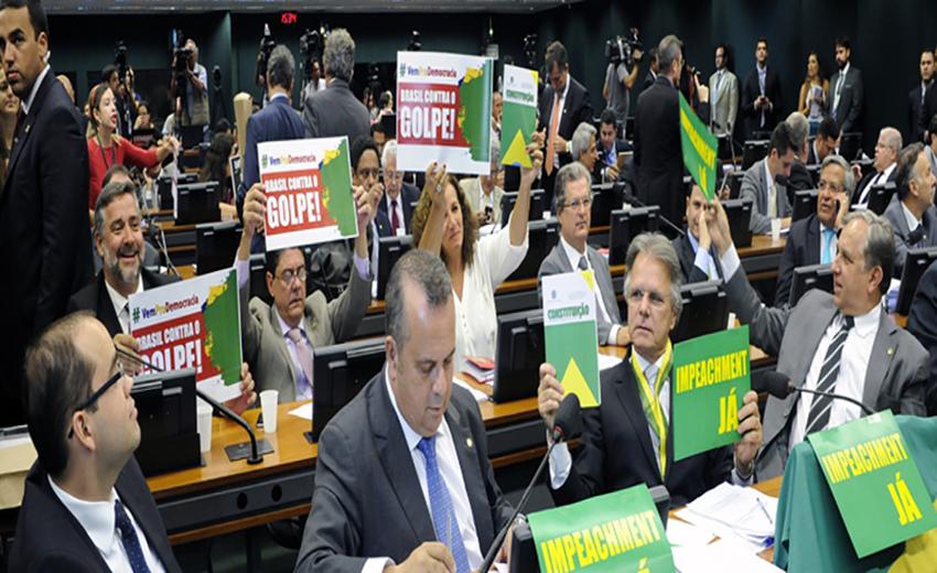 """Esta terça-feira a Câmara dos Deputados aprovou o relatório do """"impeachment"""". Uma das etapas que decidem o futuro de Dilma Rousseff vai ser votada neste domingo"""