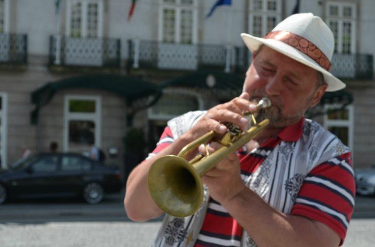 """Alexander """"Salvador"""" nunca treina menos de seis horas por dia e vai continuar até chegar à excelência instrumental"""